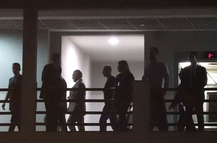Na primeira noite preso, Temer fica em sala da PF no Rio