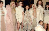 De onde vem a fortuna das Kardashians?