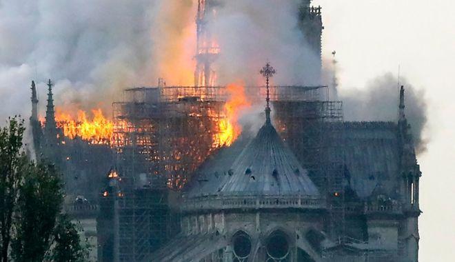 Os principais fatos históricos sobre a catedral de Notre-Dame, consumida pelo fogo em Paris