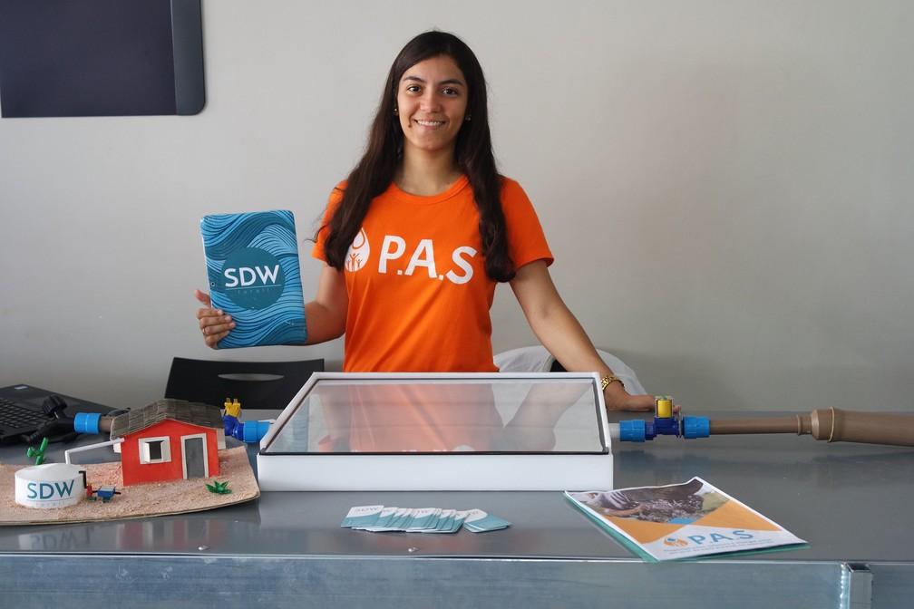 Estudante da BA cria tecnologia para filtrar água através da luz solar em regiões do semiárido e leva prêmio nos EUA