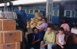Os irmãos que perderam os pais em tsunami e criaram projeto que construirá escola no Brasil