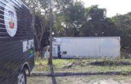 Sem espaço no IML, governo aluga caminhão-frigorífico para armazenar corpos de detentos mortos em massacre no AM