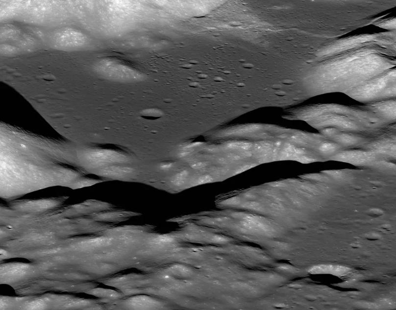 Lua está encolhendo e sofrendo abalos de terremotos, diz estudo da Nasa