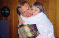 'Pedófilo me convenceu de que alienígenas matariam minha família se eu contasse sobre estupros'