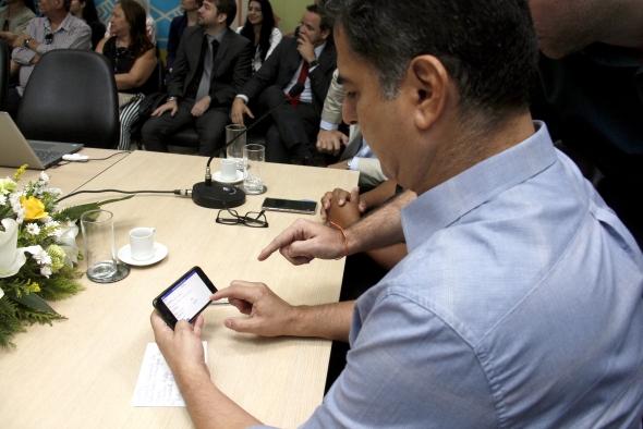 Emanuel Pinheiro lança programa que deve resultar na redução de R$ 2,5 mi em cerca de 34 milhões de impressões