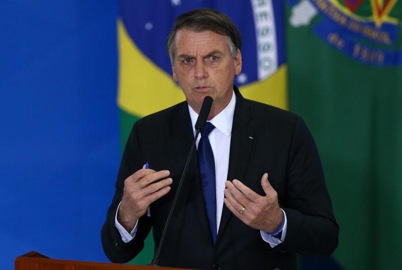 Bolsonaro diz que, sem crédito extra, suspenderá benefícios neste mês