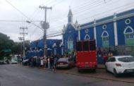 Sem salários,funcionários da Santa Casa de Cuiabá vão à rua para protestar