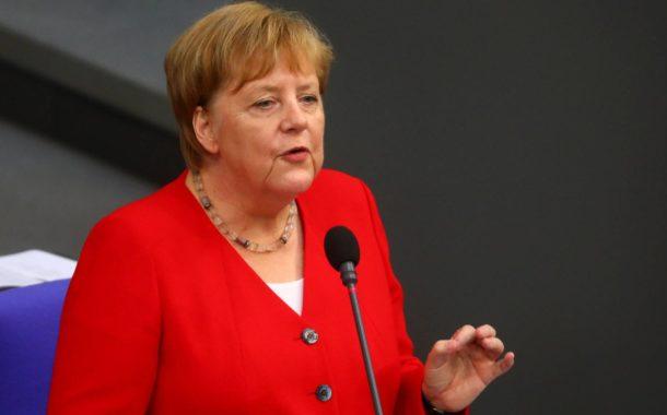 """Merkel quer ter """"conversa clara"""" com Bolsonaro sobre desmatamento no G20"""