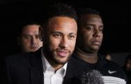 Neymar não se apresenta, e PSG diz que 'deplora' atitude