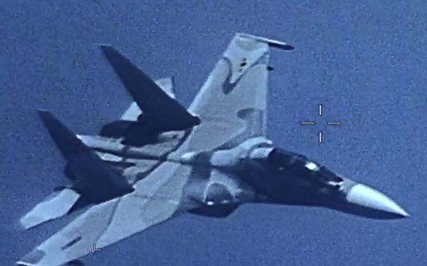 """EUA dizem que caça venezuelano """"seguiu de forma agressiva"""" avião americano"""