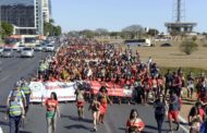 Em 1ª marcha, mulheres indígenas protestam contra governo Bolsonaro